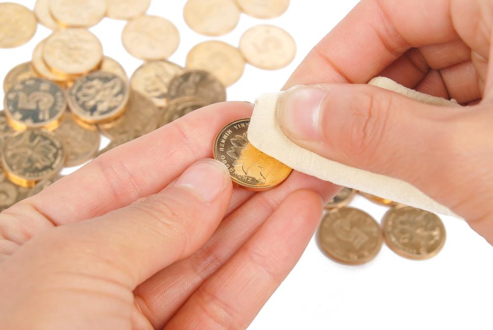 clean gold coins